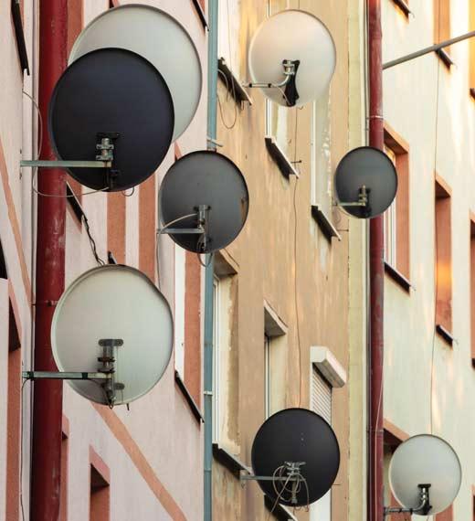 спутниковые антенны на здании